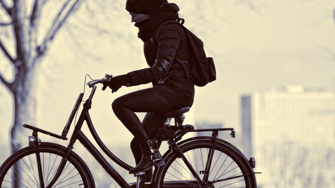 Cykla säkert med den nya Hövding-hjälmen